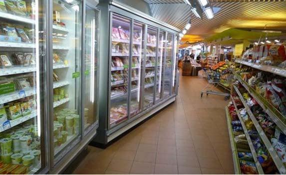 Les courses au supermarché pour une mère célibataire.