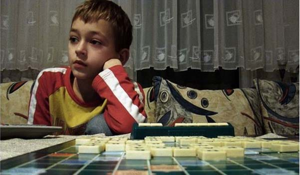 Occuper un enfant unique sans télévision à la maison