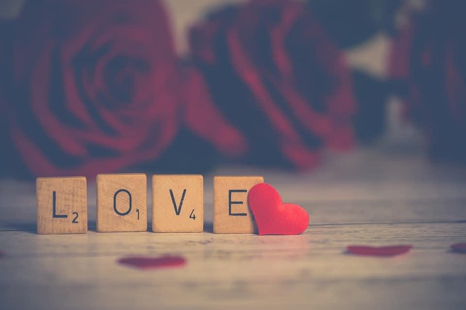 Etre seule à la Saint Valentin: les idées créatives des mamans solos pour une Saint Valentin au top !