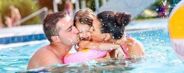 Occuper ses enfants à la piscine l'été